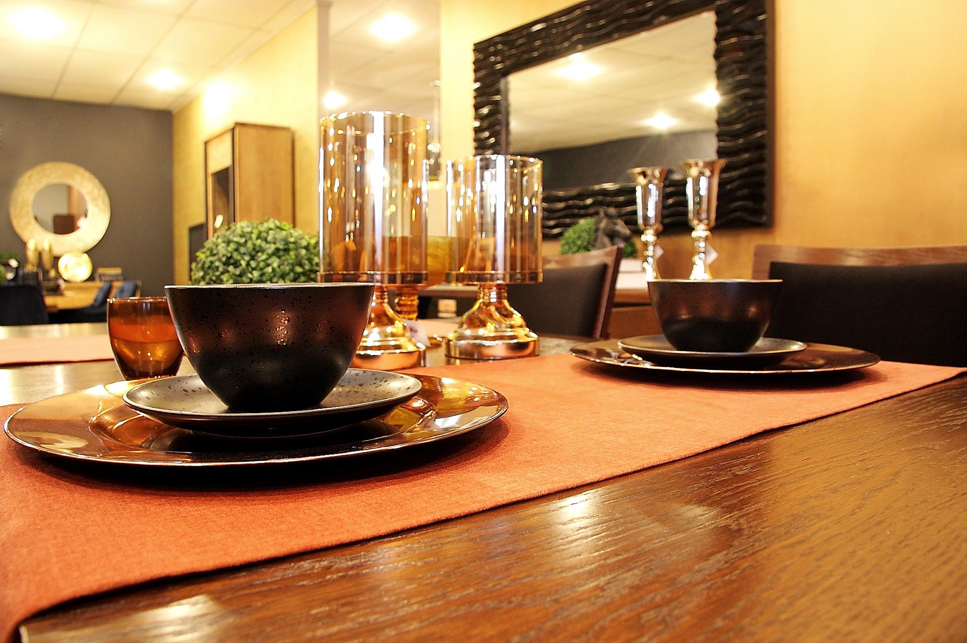 Drewniany Stół W Pokoju